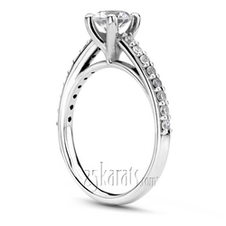 Diamond engagement ring with shared prong side diamonds