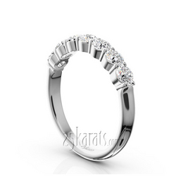 Seven diamond shared prong classic wedding anniversary band