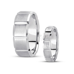 His and her basic diamond carved wedding ring